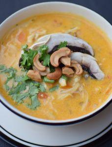 La soupe de poulet, curry et coco