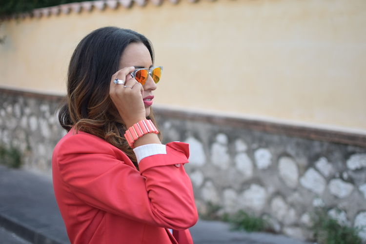 La veste sort l'atout pink | LovaLinda | Blog Mode Photo Marseille | Stella McCartney Blazer x Marc By Marc Jacobs Bracelet x Noakis Ring x Kenzo Sunnies x Asos T-shirt x UrbanOutfitters Necklace x JBrand Jeans x DrMartens Derbies x Pierre Hardy Bag
