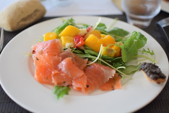 Le Treize de la Timone | LovaLinda |Blog Photo Lifestyle Marseille Sorties Restaurant | Saumon Gravelax Salade Mangue
