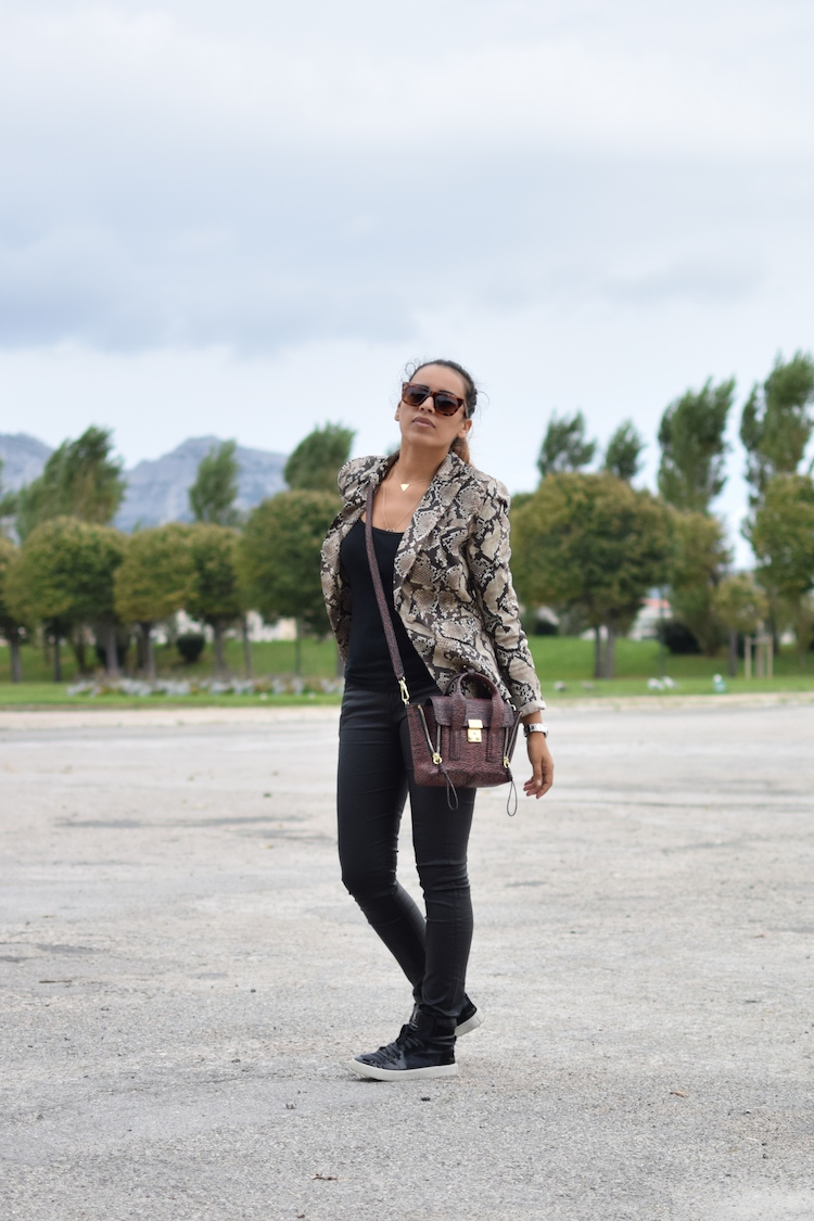 Le python des villes | LovaLinda | Blog Mode Photo Lookbook Marseille | Altuzarra for Target Blazer x Petit Bateau Top x Zara Jeans x Yves Saint Laurent Sneakers x 3.1 Phillip Lim x Zara Sunglasses