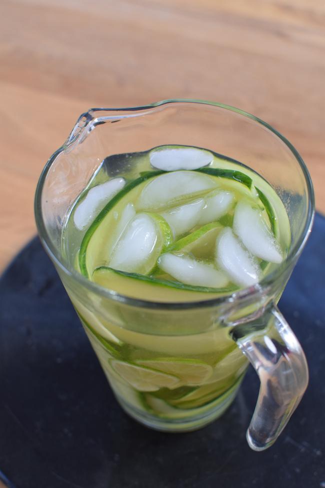 L'eau de concombre et citrons verts | LovaLinda | Blog Photos Cuisine Marseille Boissons Sans Alcool