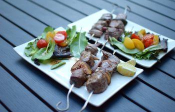 Les brochettes de bœuf et figues
