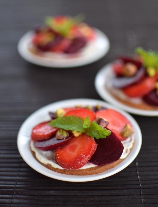 Les tartelettes toutes rouges | LovaLinda | Blog Photo Cuisine Marseille | Fraises Betterave Pâte sablée