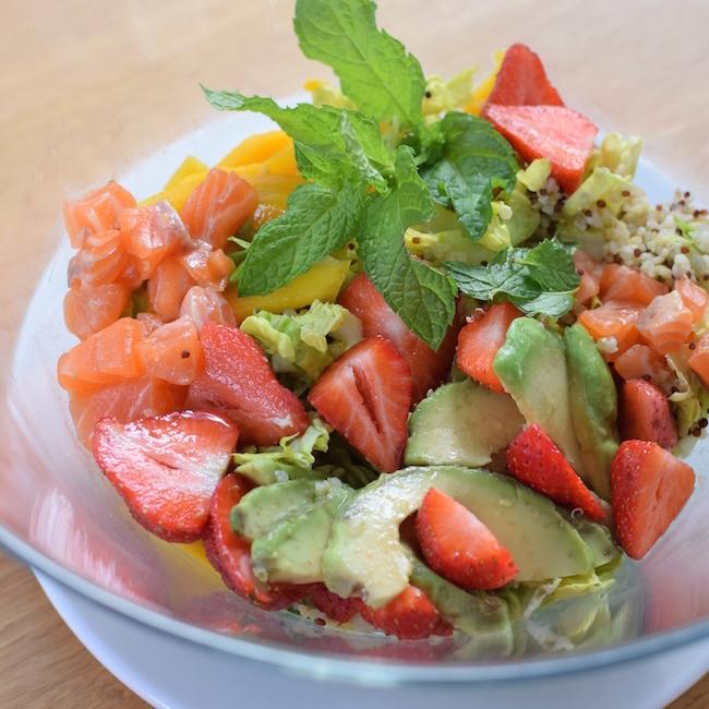 La salade de quinoa saumon fraises mangue menthe romaine | Blog Cuisine Recette Photos Marseille