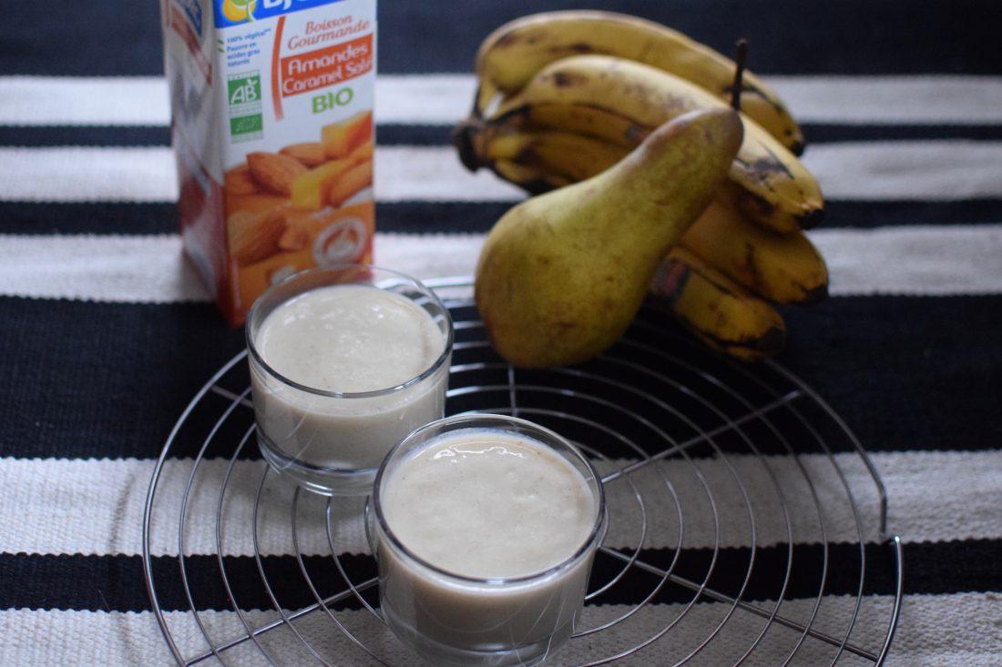 le-smoothie-banane-poire-lait-damande-et-caramel-sale-bio-lovalinda-blog-cuisine-recettes-boissons