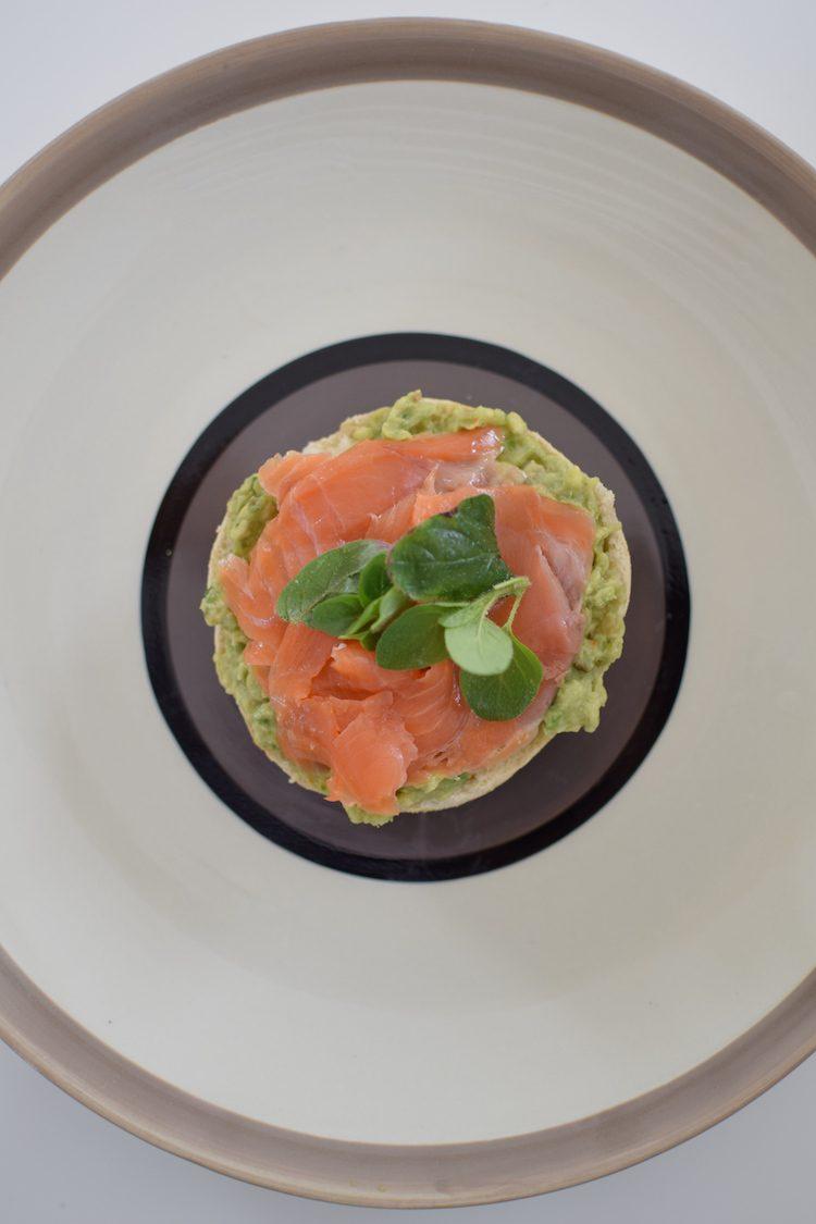 les-muffins-anglais-a-lavocat-et-a-la-truite-fumee-lovalinda-blog-cuisine-recettes-brunch-photographie