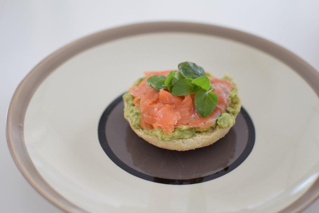 les-muffins-anglais-a-lavocat-et-truite-fumee-lovalinda-blog-cuisine-recettes-brunch-photographie
