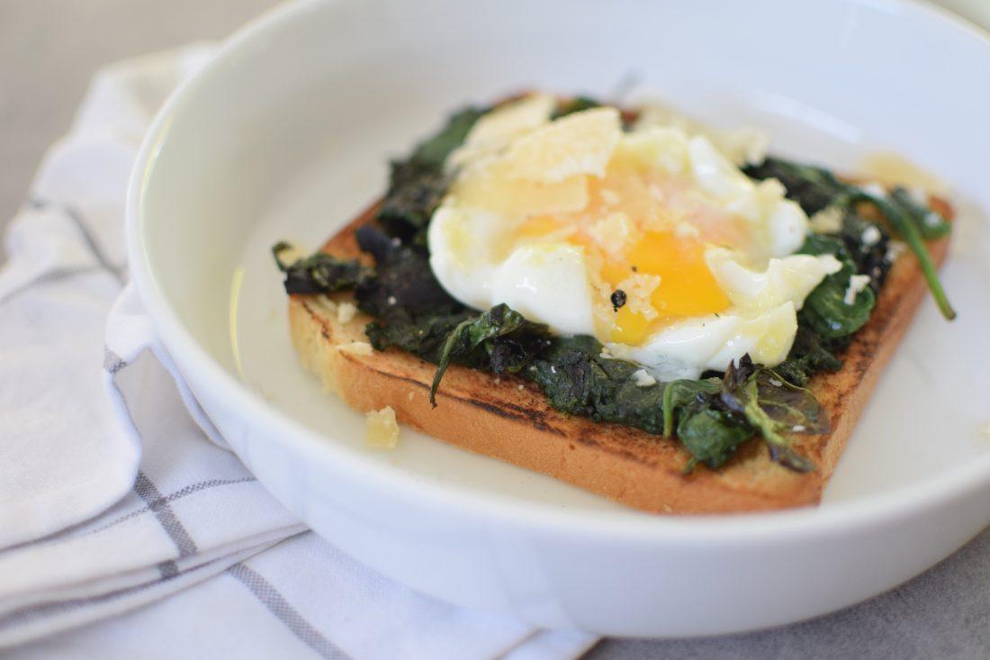 les-tartines-aux-epinards-et-oeuf-poche-lovalinda-blog-cuisine-recettes-entree-plat-brunch-photographie-culinaire