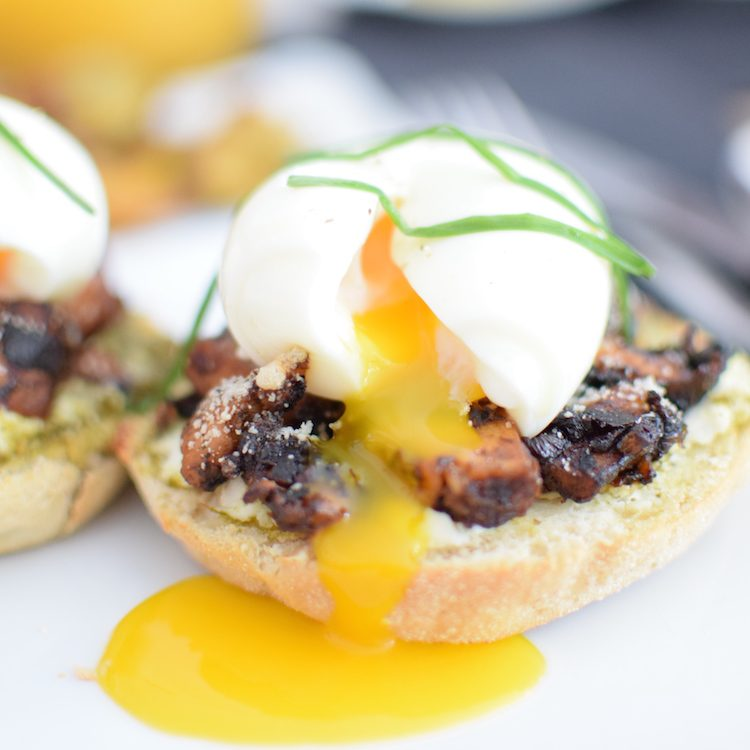le-muffin-anglais-au-poulet-caramelise-et-oeuf-mollet-lovalinda-blog-cuisine-recettes-entree-plat-brunch-photographie-culinaire